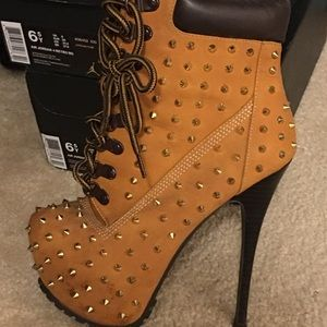 Shoes - Heeled/spiked timberlands